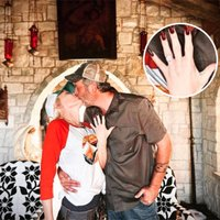 Blake Shelton Pops the Question to Gwen Stefani With Huge Diamond Ring